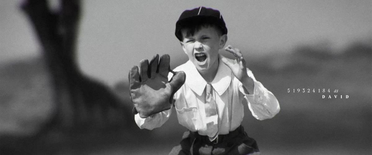 Photographie d'un enfant en noir et blanc