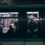 Une voiture de métro parisienne Station Barbès