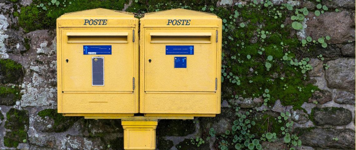 Deux boîtes aux lettres La Poste