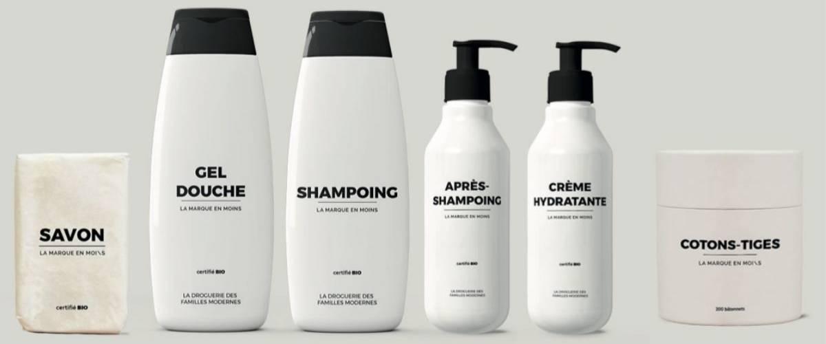 Des produits d'hygiène bio sur fond blanc