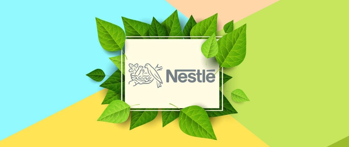 Le logo Nestlé entouré de feuilles sur un fond coloré