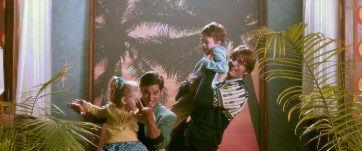 Une famille homoparentale des années 80 rigole