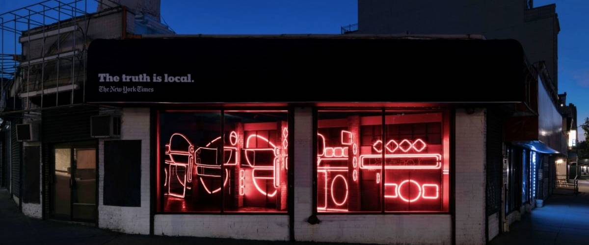 Une habitation dans New York remplie de néons rouges