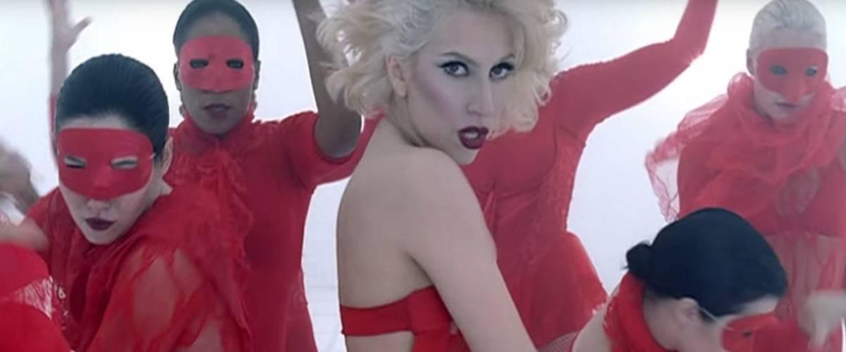 Extrait du clip vidéo  - Bad Romance -  par la chanteuse Lady Gaga