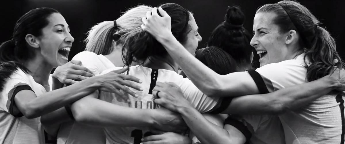 Extrait du spot Nike, l'équipe américaine féminine sautent de joie