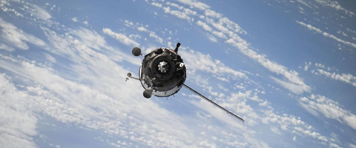 Un satellite en orbite, autour de la Terre