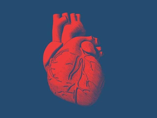 Un coeur rouge dessiné sur fond bleu