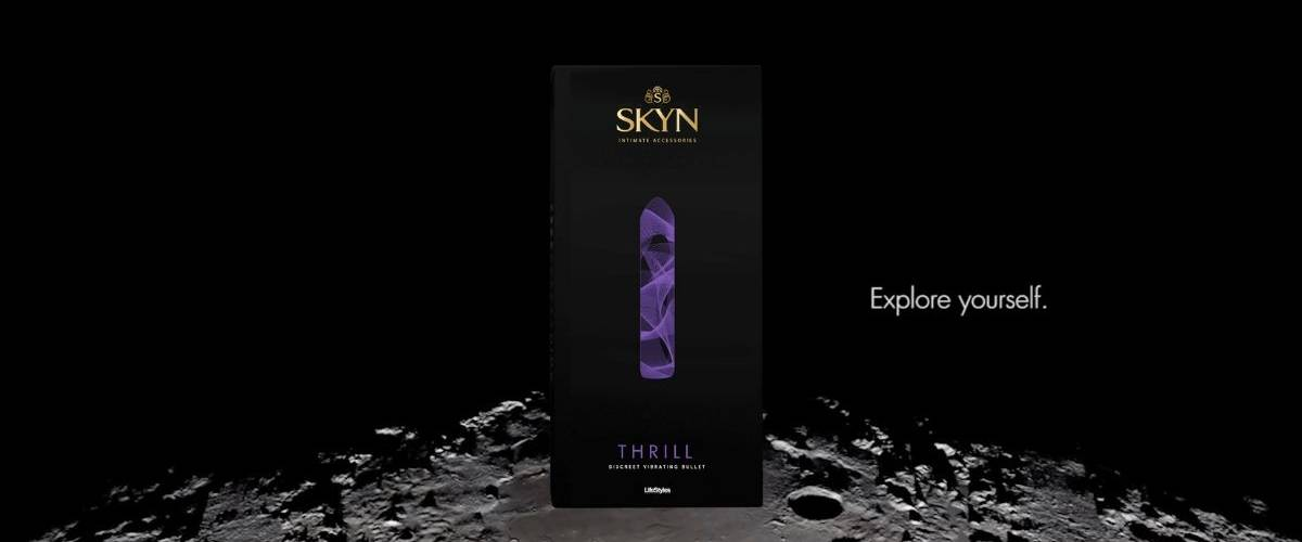 Packshot du sextoys par la marque SKYN sur la surface de la lune