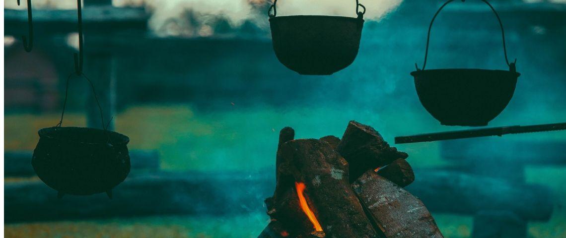 Trois pots en train de cuire