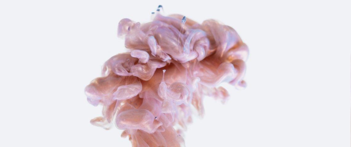 Peinture rose en forme de cerveau