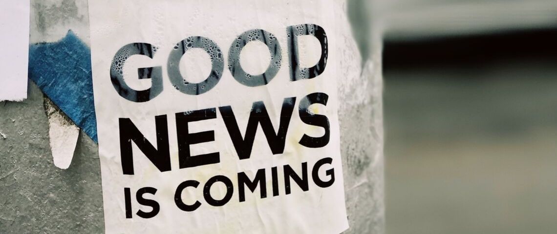 Une affiche titrant Good news is coming