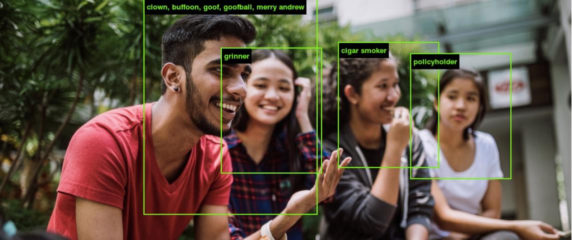 Photo d'un groupe de personnes dont les visages ont été étiquetés par ImageNet Roulette
