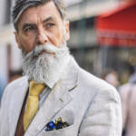 Un homme élégant portant une barbe
