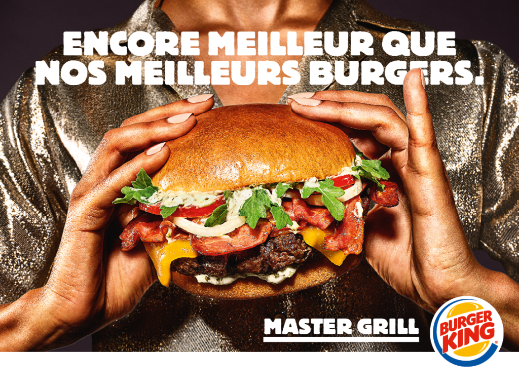 Photo d'un burger avec son pain, sa viande et son cheddar