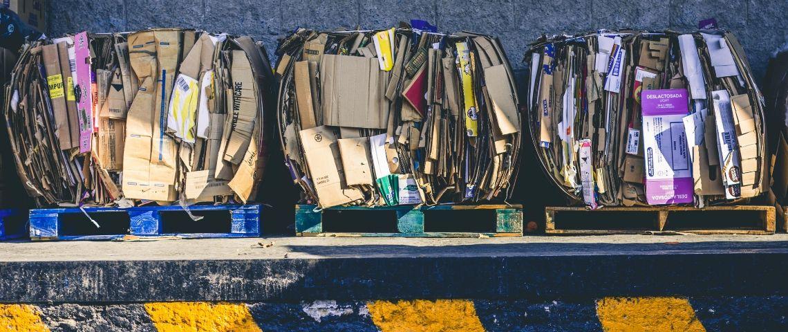 Photo de déchets cartons empactés