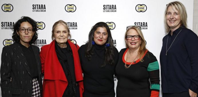 Photo de l'équipe Chime for Change de Gucci avec la réalisatrice pakistanaise Sharmeen Obaid-Chinoy