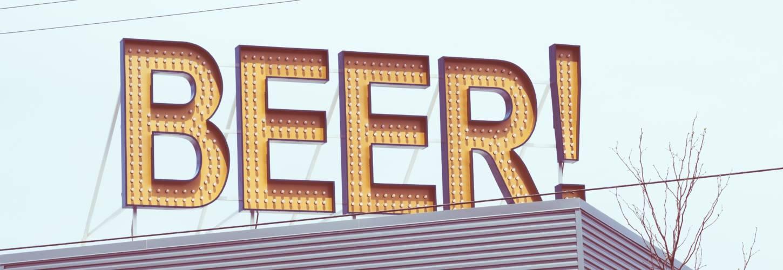 Photo d'un panneau publicitaire : Beer !
