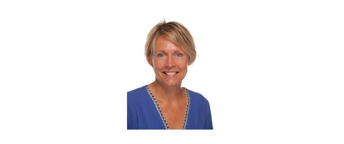 Photo de Valerie Charpentie, vetue d'un pull bleu, nouvelle chief talent officer chez Publicis Groupe