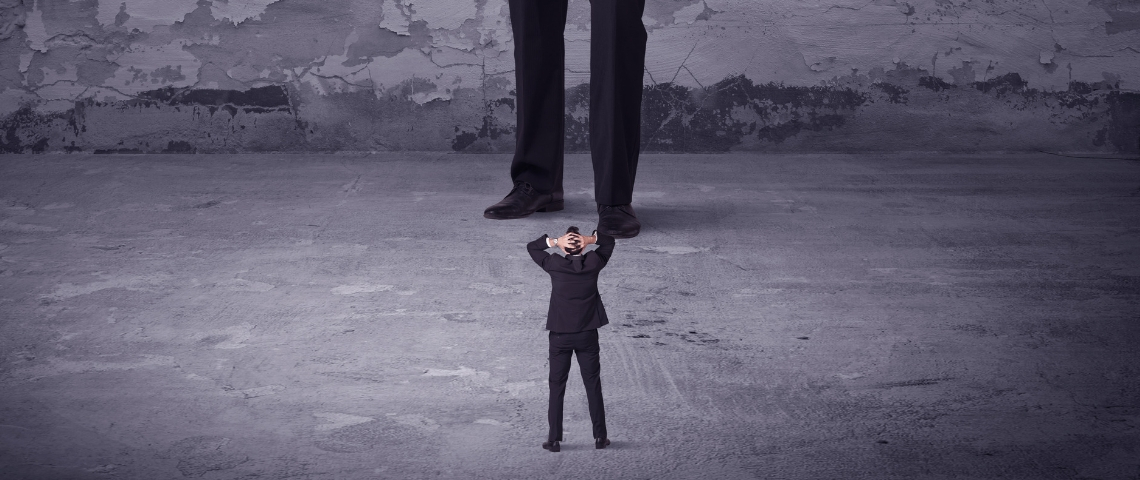 Un homme face à un géant