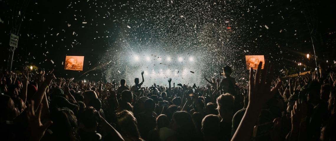 une soirée un dj et des confettis