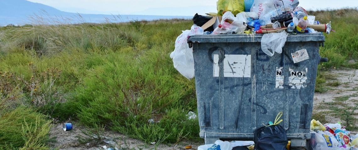 Visuel d'une poubelle qui déborde