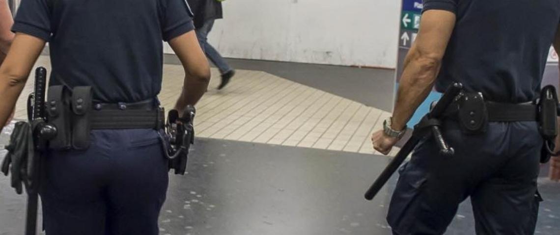 Deux agents de sécurité RATP de dos