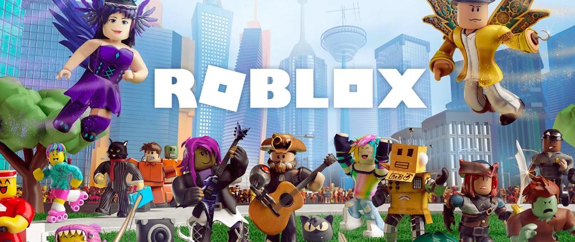 des petits personnage de jeux vidéo qui volent dans une ville futuriste