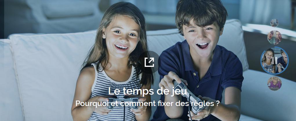 phto de 2 enfants jouant aux jeux vidéos