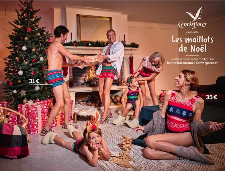 Visuel de la campagne de DDB Paris et Center parcs, avec une famille ne maillot de bain de Noël dans un cottage