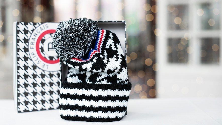 Bonnet crée par Balmain, au motif pied-de-poule surdimensionné surmonté par les trois couleurs signature du Slip Français.