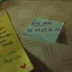 Capture d'écran de la publicité de noel de Bouygutes télécom avec un post-it sur la table avec le numéro de téléphone du père Noel