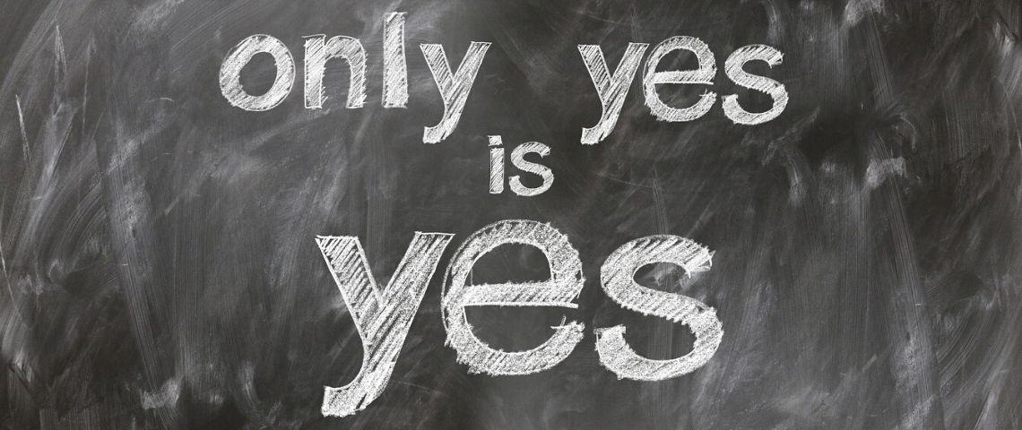 Tableau d'école avec la mention Only Yes is Yes
