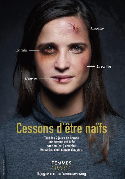 Femmes battue, avec des marques sur le visage et la provenance indiquée : bidet, escalier, portière, étagère