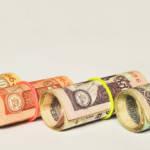 rouleaux de billets de pays différents