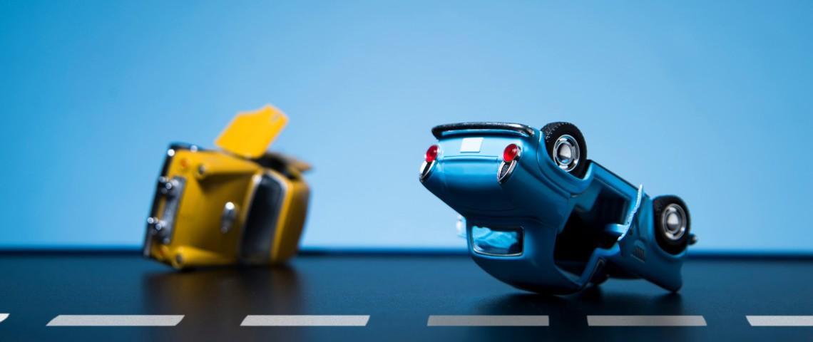 Petites voitures simulent un accident de la route