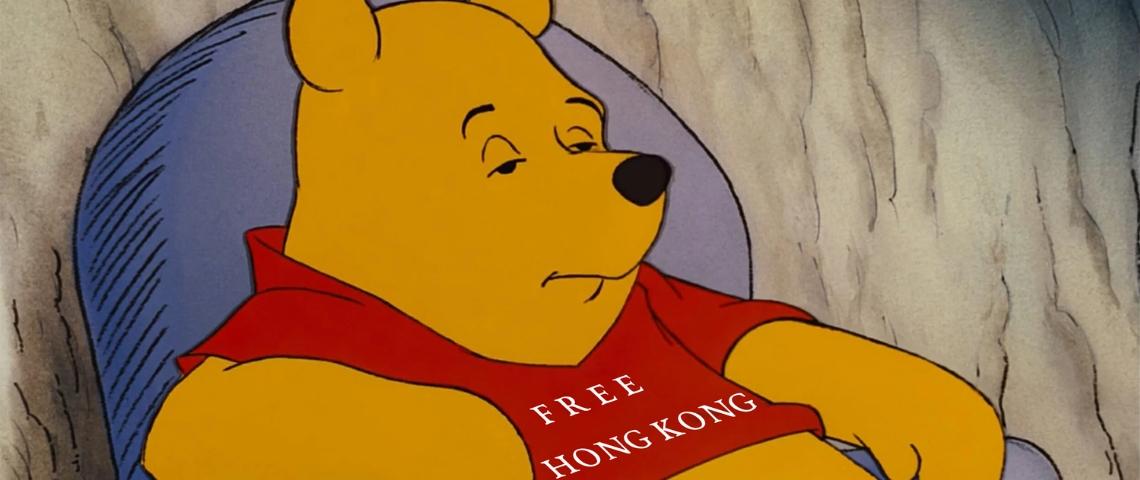 une image de Winnie l'ourson avec la phrase  - Free Hong Kong -  sur le tshirt