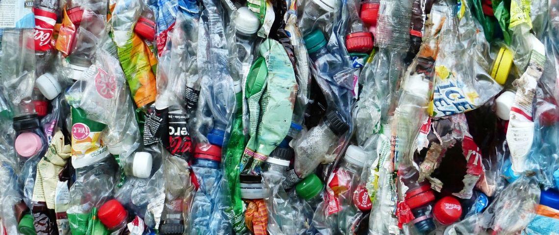 Evian renonce à sa bouteille en plastique « goutte d'eau »