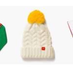 Collection Holidays Mc Donalds, avec un pull, un bonnet blanc et un ensemble t-shirt et short