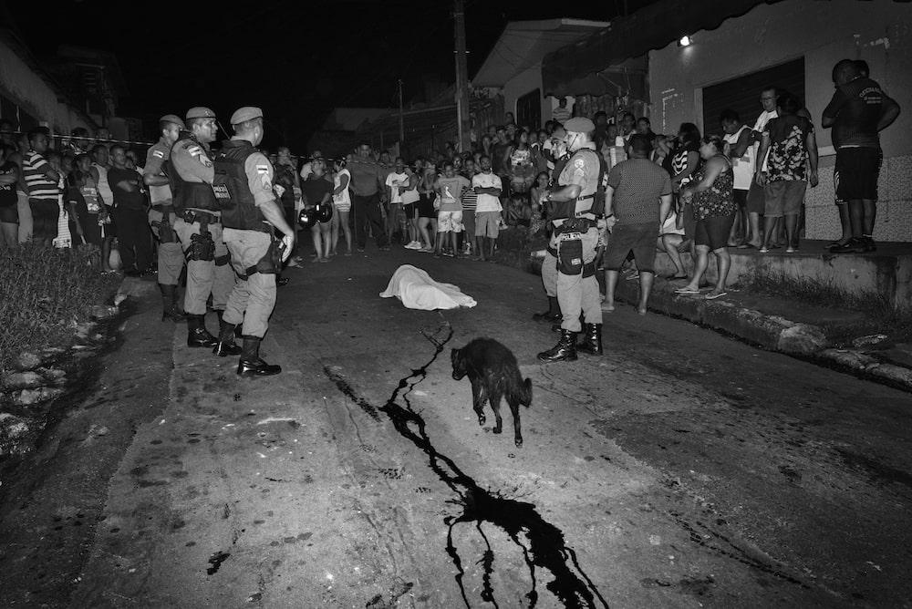 un cadavre dans la rue