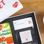 Kit EatYourTweet, avec une brique de soupe et un sachet contenant les lettres pour reformer le tweet du consommateur mécontent