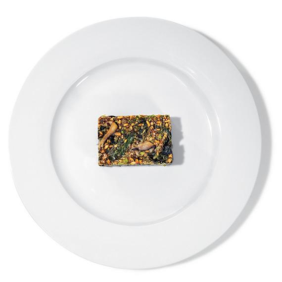 Une barre énergétique dans une assiette