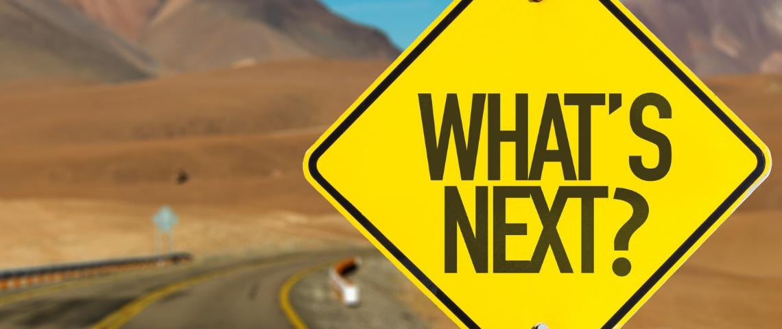 Un panneau  - what's next -  sur la route aux Etats-Unis