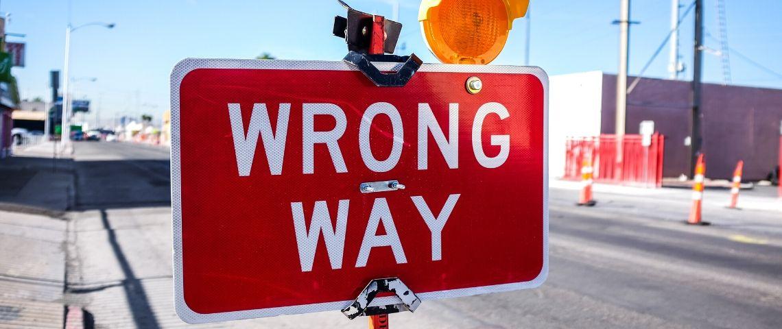 Panneau routier  - wrong way -