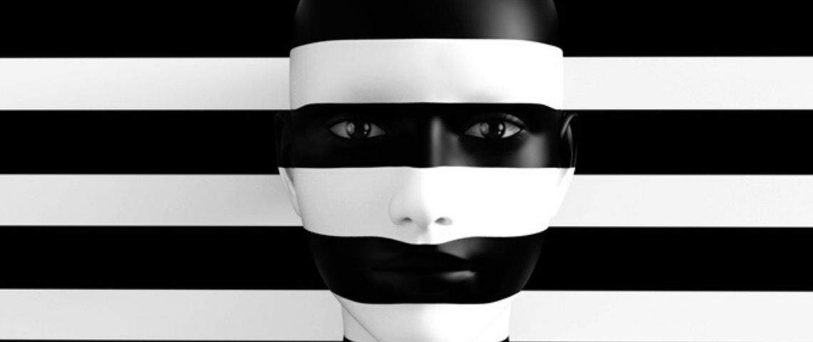 Un visage peint en noir et blanc sur fond noir et blanc
