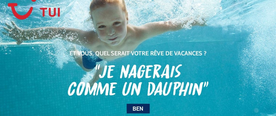 Enfant sous l'eau avec la question : Quel serait votre rêve de vacances et la réponse : je nagerai comme un dauphin