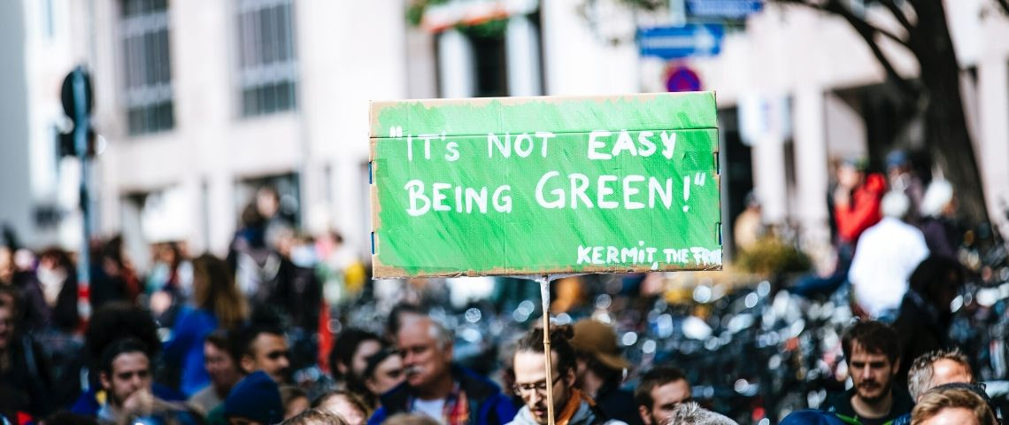 Une pancarte  - it's not easy being green -