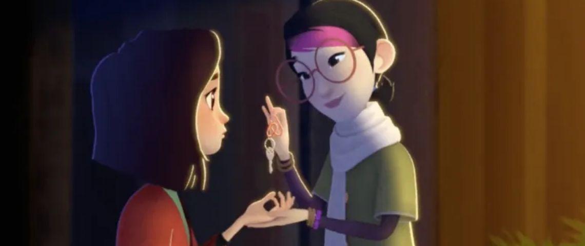 Capture d'écran du film d'animation ou une femme remet des clés avec un porte clé airbnb à une jeune fille