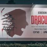 Panneau d'affichage avec l'ombre de Dracula