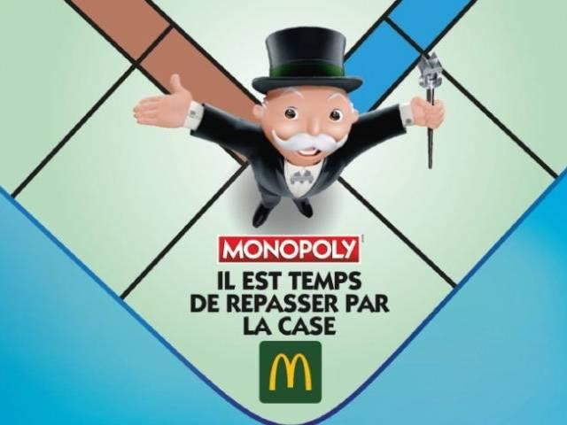 Personnage du jeu monopoly sur le plateau avec l'inscription