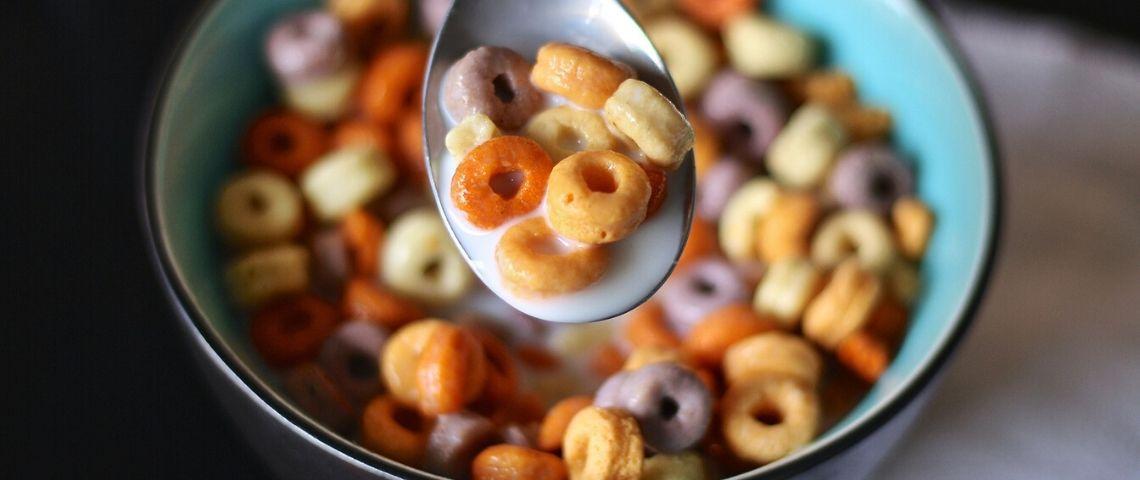 Céréales dans une grande cuillère